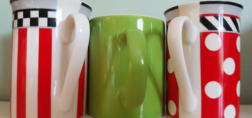 three mugs, red and white, green in the middle